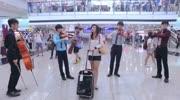 实拍香港支持和反对内地旅客市民互相对骂