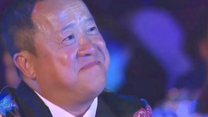 譚詠麟李克勤合體,現場演唱《一生中最愛》,曾志偉聽得淚流不止