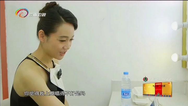 中國情歌匯:周群在后臺給大左演唱歌曲,自稱:又練了好幾天