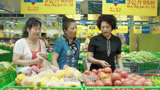 小丈夫:姚姨在買菜,跳舞的人看到了,問姚姨什么時候做酒