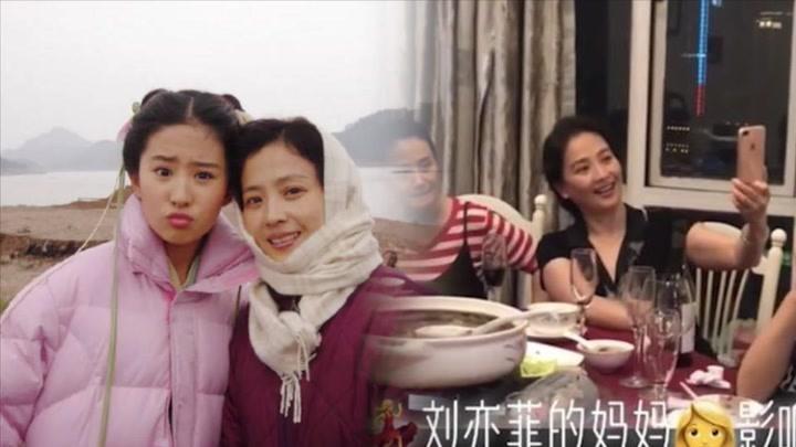 劉亦菲61歲媽媽現身聚餐,氣質不俗保養極佳,撞臉27歲楊采鈺