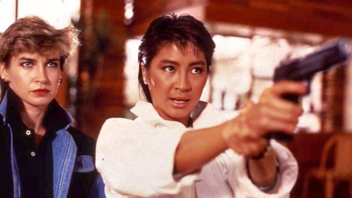 香港武打女演員有多拼?楊紫瓊跳橋險些癱瘓,惠英紅拖著斷腿拍戲