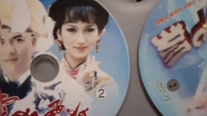 已有两版《雪山飞狐》,吕良韦,孟飞,还差一版黄日华的